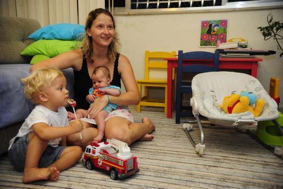 Ag. Br - mãe e crianças